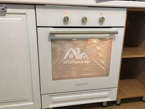 Проложить гофрированный воздуховод от кухонной вытяжки