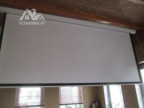 Установить на потолок экран для проектора