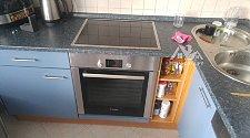 Установить электрическую варочную панель и духовой шкаф