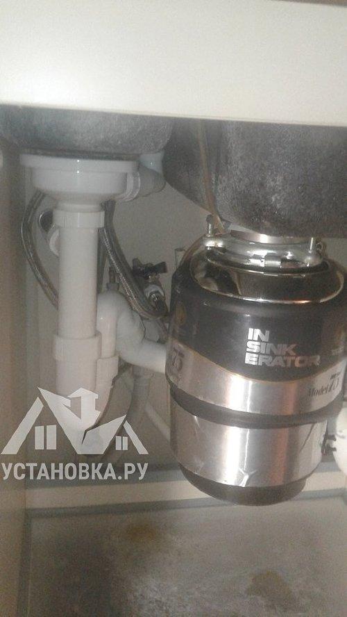 Заменить гибкую подводку на смесителе на кухне