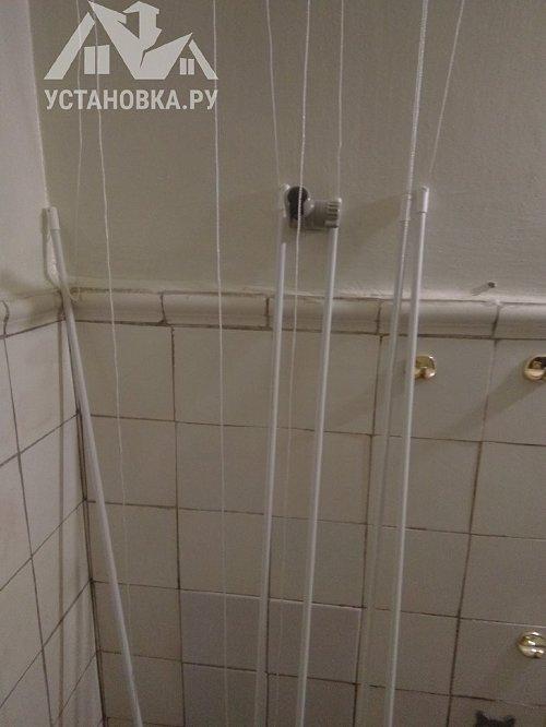 Установить потолочную сушилку для белья в ванной комнате