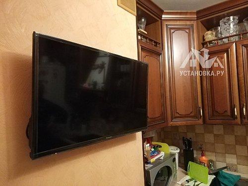 Установить телевизор на кронштейн Panasonic TX-32ESR500+1