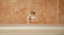 Установить в ванной комнате шкафчик с зеркалом