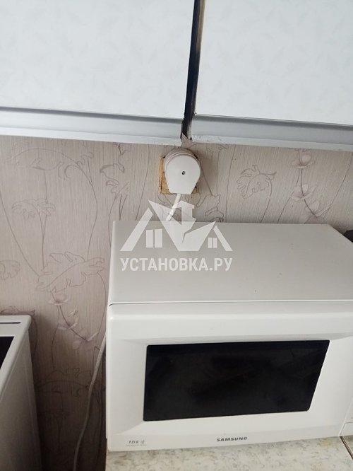 Установка новой электрической плиты на кухне