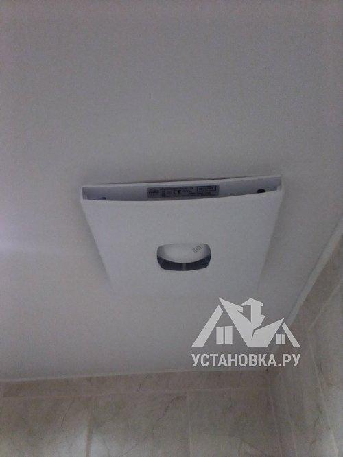 Установить вытяжной вентилятор в место старого