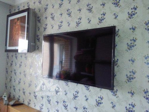 Установить телевизор на кронштейн Samsung UE40KU6000