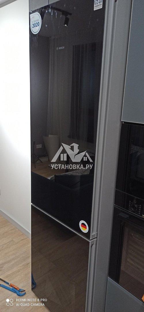 Установить холодильник отдельностоящий и перевесить двери на нем