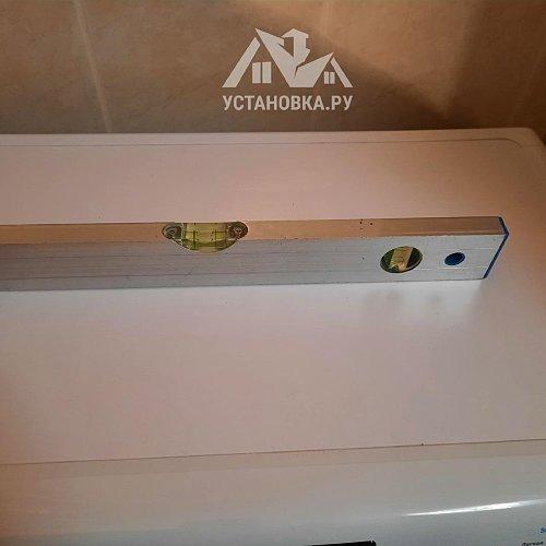 Установить отдельно стоящую стиральную машину Канди в ванной комнате