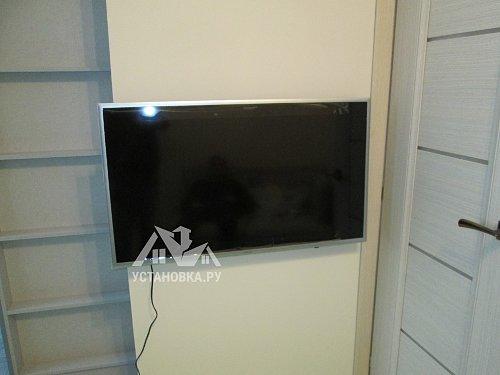 Установить телевизор на кронштейн Samsung UE 40K5550BU