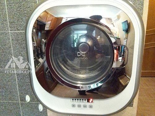 Установить усиленный крепеж на настенную стиральную машину