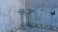 Навестить полочки в ванной и держатели