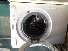 Установить новую отдельностоящую стиральную машину Candy на кухне