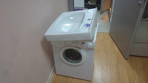 Установить под раковину отдельно стоящую стиральную машину