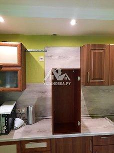 Установка вытяжки и варочной панели на кухне