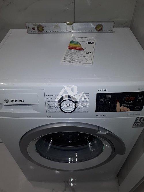 Установить отдельно стоящие стиральную машину Bosch в ванной комнате