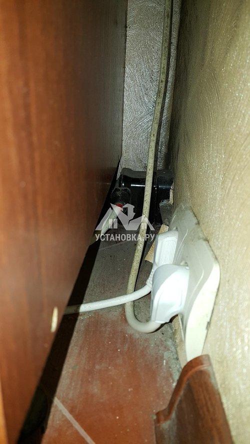 Установить электрическую варочную панель Электролюкс.