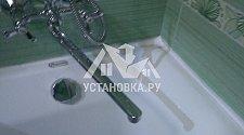 Заменить настенный смеситель для ванны, заменить сифон, произвести гидроизоляцию швов акриловой ванны
