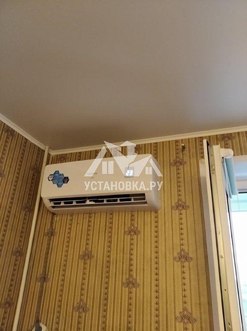 Установить кондиционер Хендай мощностью до 2,5 киловатт под окном