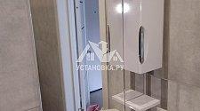 Установка мойдодыра в ванной и навес шкафчика с зеркалом