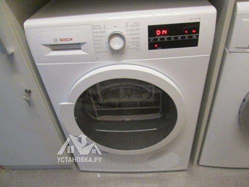 Установить отдельностоящую стиральную машину в постирочной