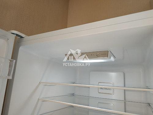 Установить холодильник и перевесить на нём двери