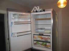 Работа по перевешиванию дверей на холодильнике Liebherr CBNPes 5758