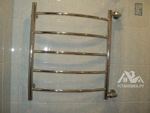 Отремонтировать водяной полотенцесушитель в ванной