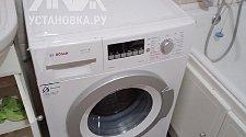 Установить отдельно стоящую стиральную машину Hotpoint-Ariston VMUF 501 B в ванной комнате