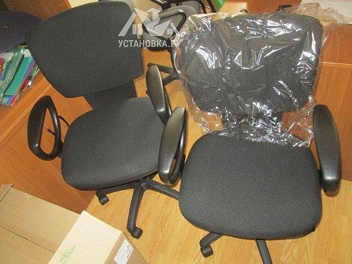 Собрать два офисных кресла