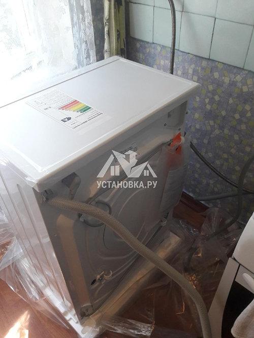 Установить новую отдельно стоящую на кухне под столешницей стиральную машину Bosch