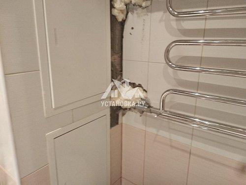 Уложить плитку на стену в ванной комнате