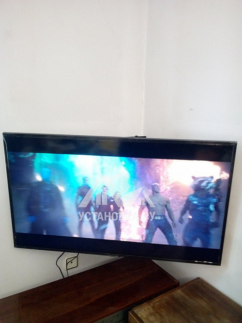 Навесить телевизор Samsung диагональю 43 дюйма на стену и настроить его