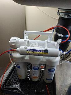 Установить фильтр гейзер под мойкой