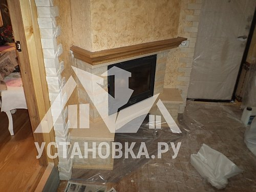 Уложить плитку на полы и стены