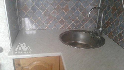 Установить кухонный плинтус для столешницы