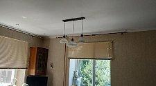 Установить 2 потолочных люстры на крюке