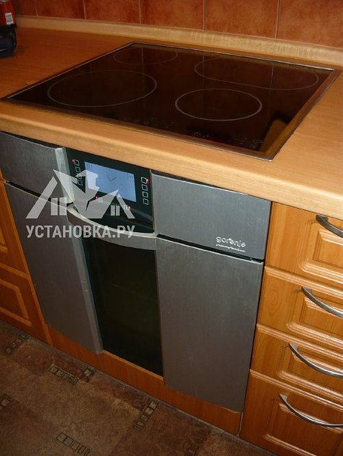 Демонтировать электрические варочную панель и духовой шкаф