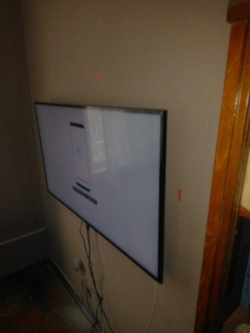 Установить телевизор Samsung UE50NU7400UXRU